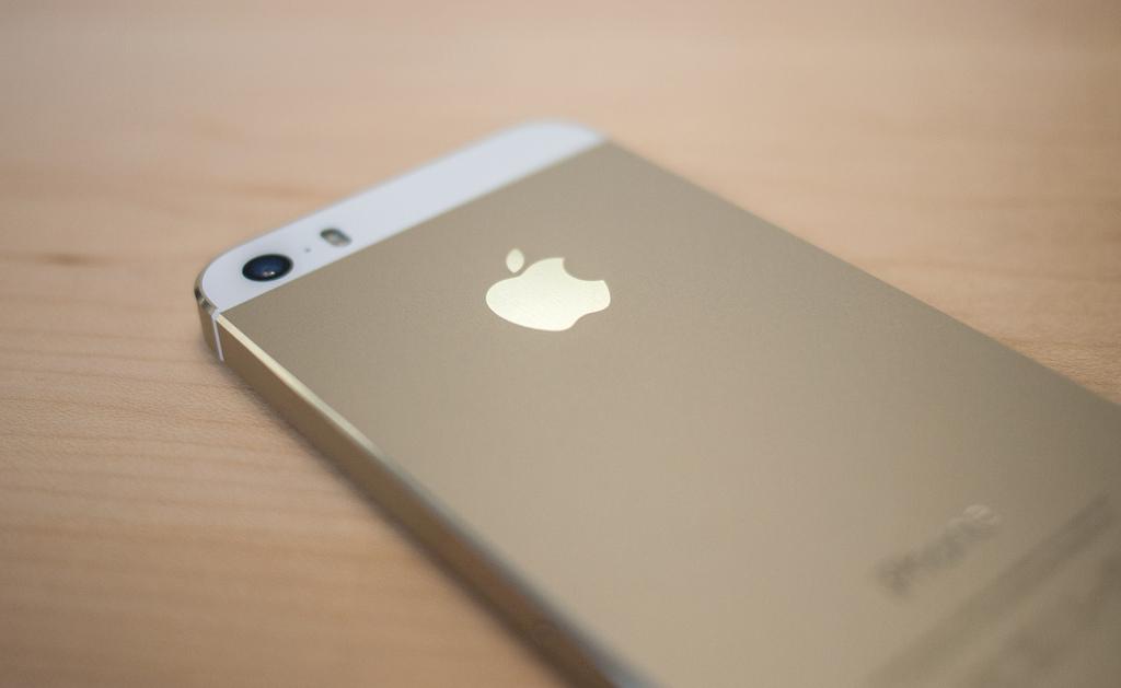 """Auksinės spalvos išmanusis telefonas """"iPhone 5S"""""""