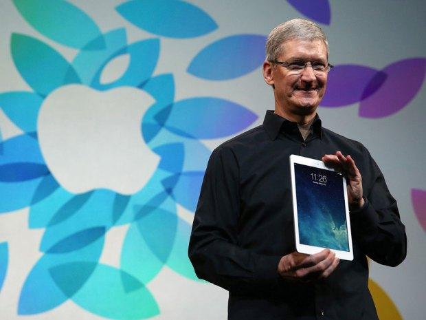 """Timas Cookas ir planšetinis kompiuteris """"iPad Air"""""""