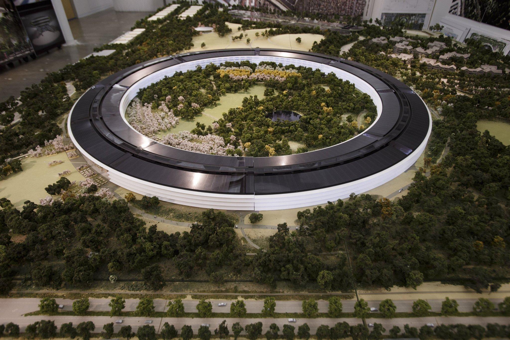 """Naujos """"Apple"""" būstinės projektas"""