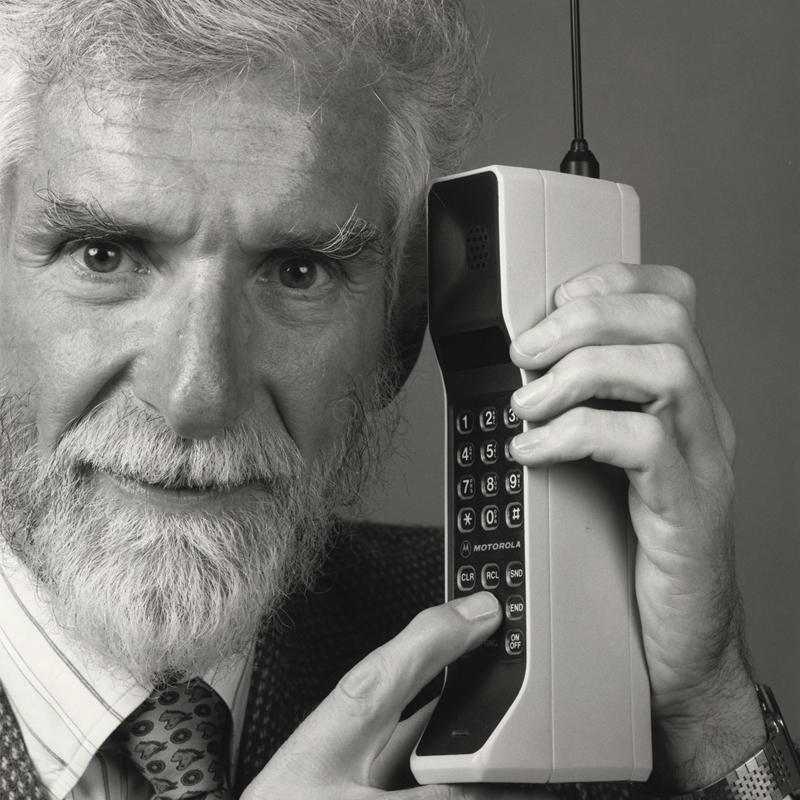 Mobiliojo telefono išradėjas Martin'as Cooper'is