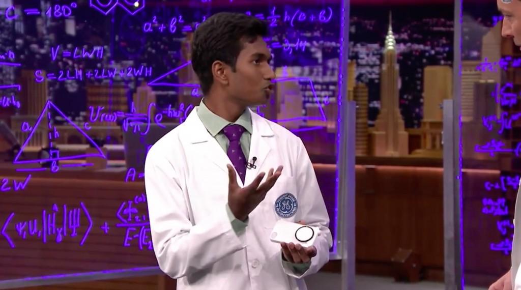 """Penkiolikmetis išrado """"iPhone"""" valdomą širdies ritmo matuoklį-dėklą"""